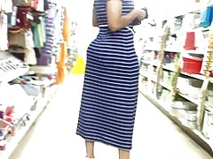 בועה בוטי אמא בשמלה כחולה.